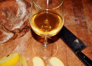 http://stoiccider.com/wp-content/uploads/2017/12/cider_and_bread-e1526673665516.jpg
